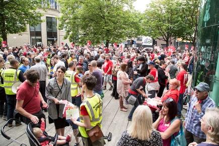 corbyn-rally-newcastle-16073097