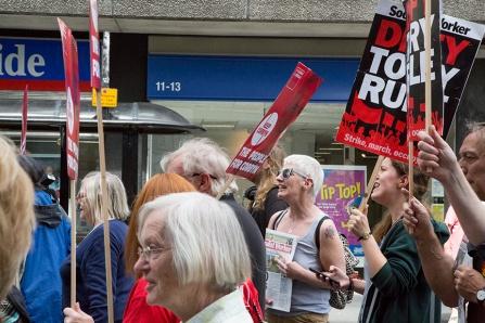 corbyn-rally-newcastle-16073173